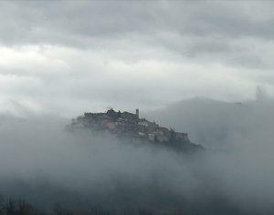 centro storico nebbia